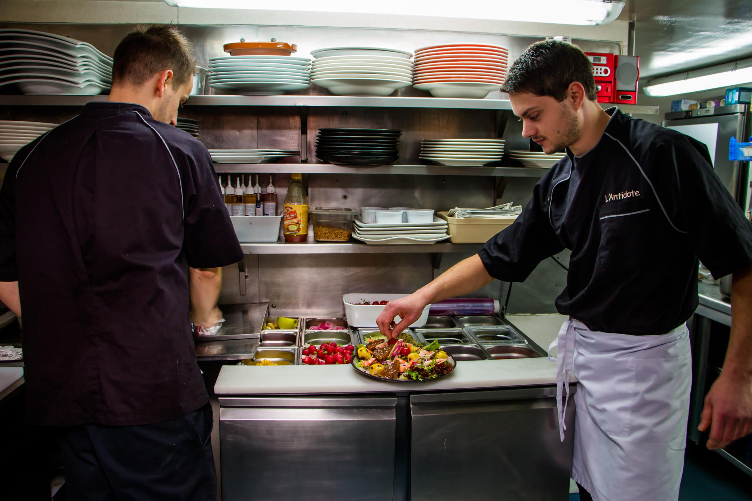 restaurant-cherbourg-l-antidote-equipe-produits-frais-romain-bourdet©mathildemochon